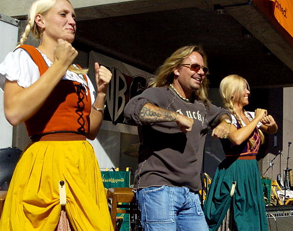 Vince Neil Leads Chicken Dance
