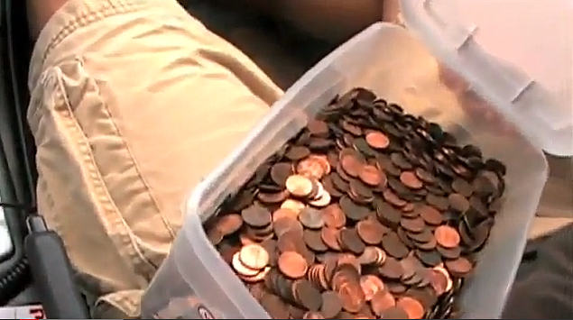‪Pissed Off Guy Who Got Car Towed Paid Tow Truck Company With 8,800 Pennies‬‏