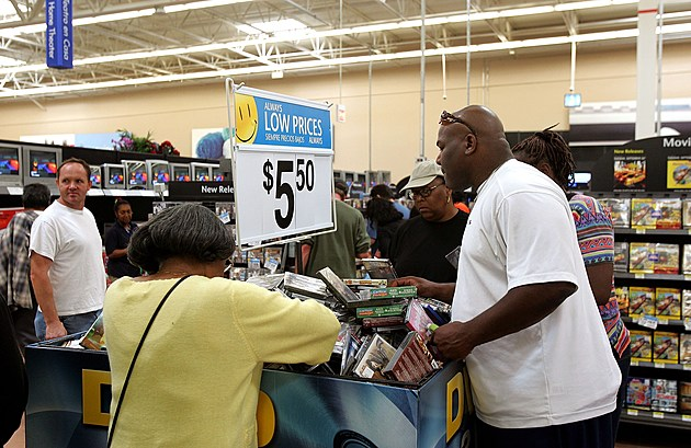 Wal-Mart Opens Its First Chicago Store